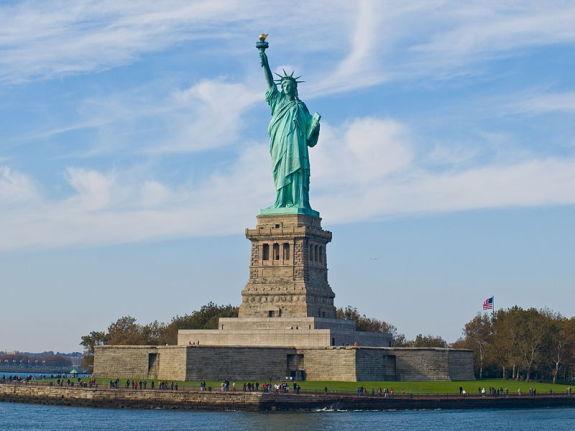 800px-Statue_of_Liberty,_NY