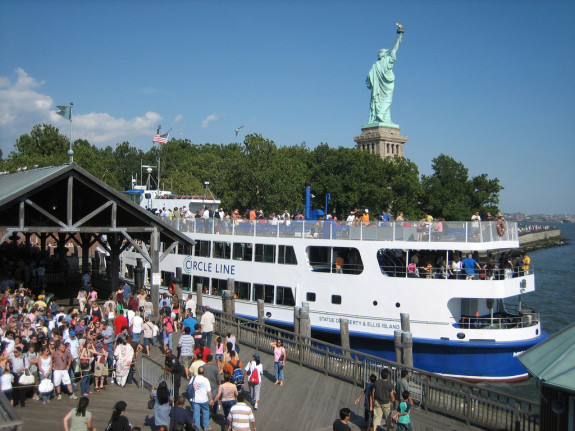 statue-of-liberty-ferry-l